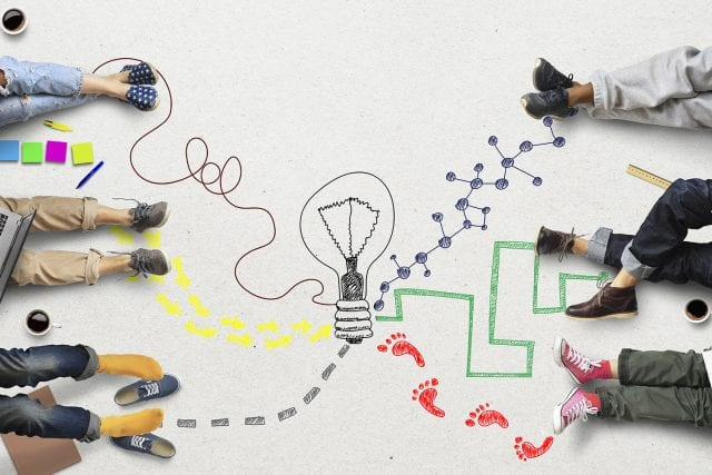 Illustration d'une ampoule et divers chemins vers des pieds