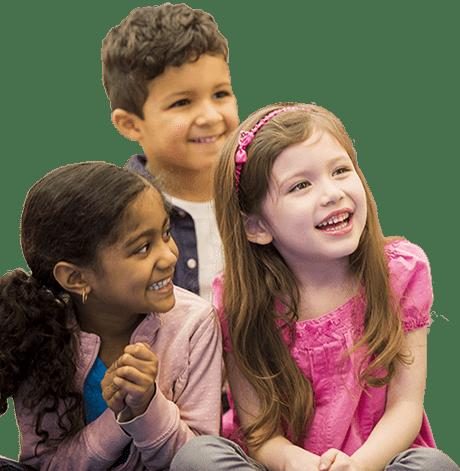 Groupe de jeunes du primaire souriant