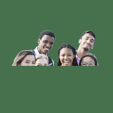 Groupe de jeunes du secondaire souriant