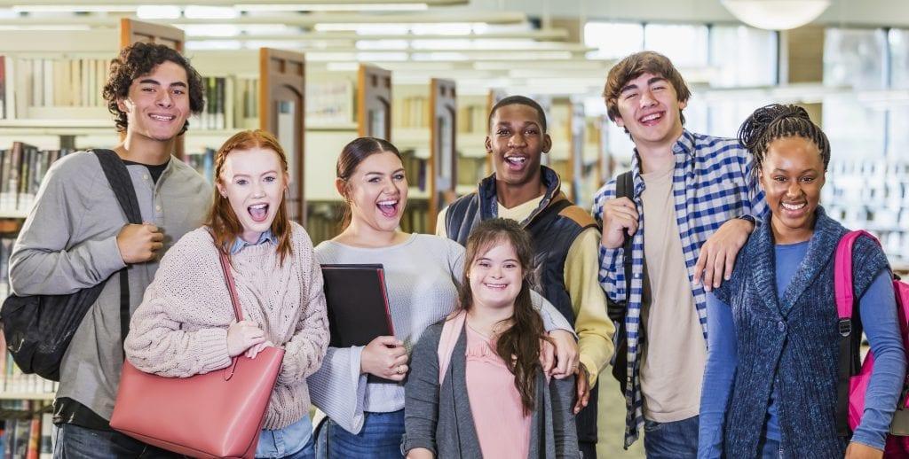 Groupe d'étudiants qui sourient